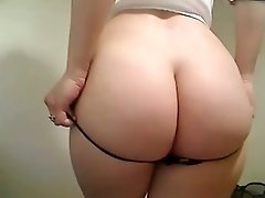 I expose my amazing curves on camera and please myself with my fingers