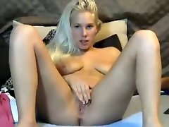 Sexy blonde enchantress fingers her shaved pussy in hot solo clip