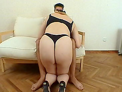 Chubby mature babe Tanya giving an awesome fellation on her knees