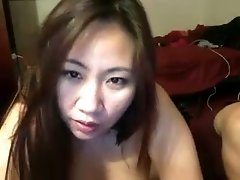Asian amateur cam girl showed off me her cock sucking skills on her BF