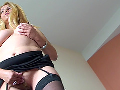 Stunning Gladis spreads her legs for an amazing masturbation game