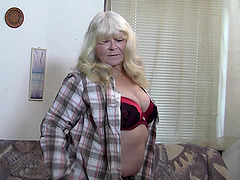 Chubby blonde mature woman widens her legs in sexy stockings